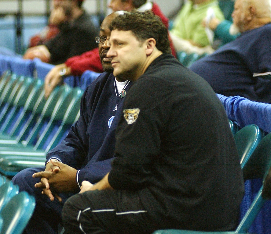 . Oakland University men\'s basketball head coach Greg Kampe, foreground, chats with University of North Carolina assistant coach Steve Robinson before the start of Oakland\'s practice, Thursday, March 17, 2005, at the Charlotte Coliseum in Charlotte, NC.