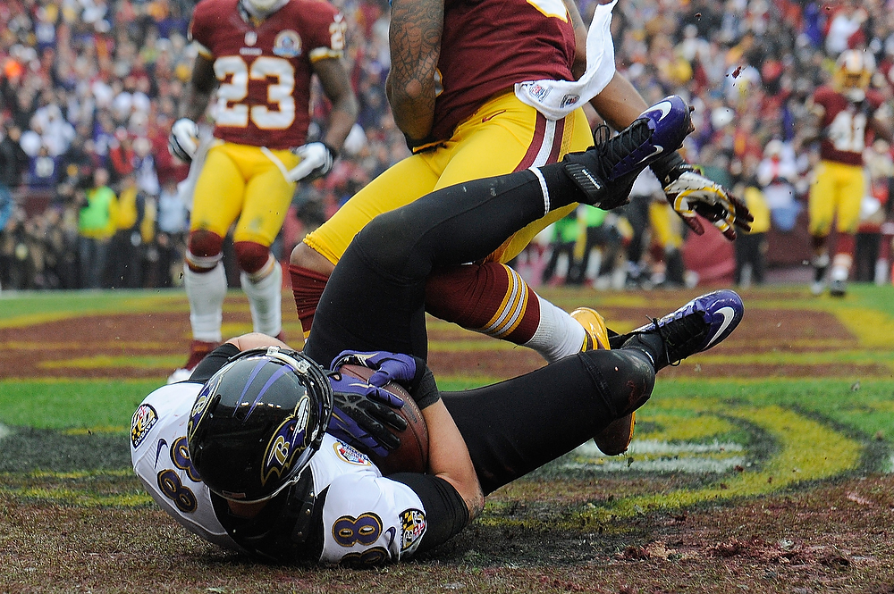 Description of . LANDOVER, MD - DECEMBER 09:  Dennis Pitta #88 of the Baltimore Ravens catches a touchdown pass from Joe Flacco #5 during a game against the Washington Redskins at FedExField on December 9, 2012 in Landover, Maryland.  (Photo by Patrick McDermott/Getty Images)