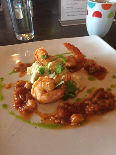 The last breakfast: shrimp & cheesy grits. ¡Fantastico!