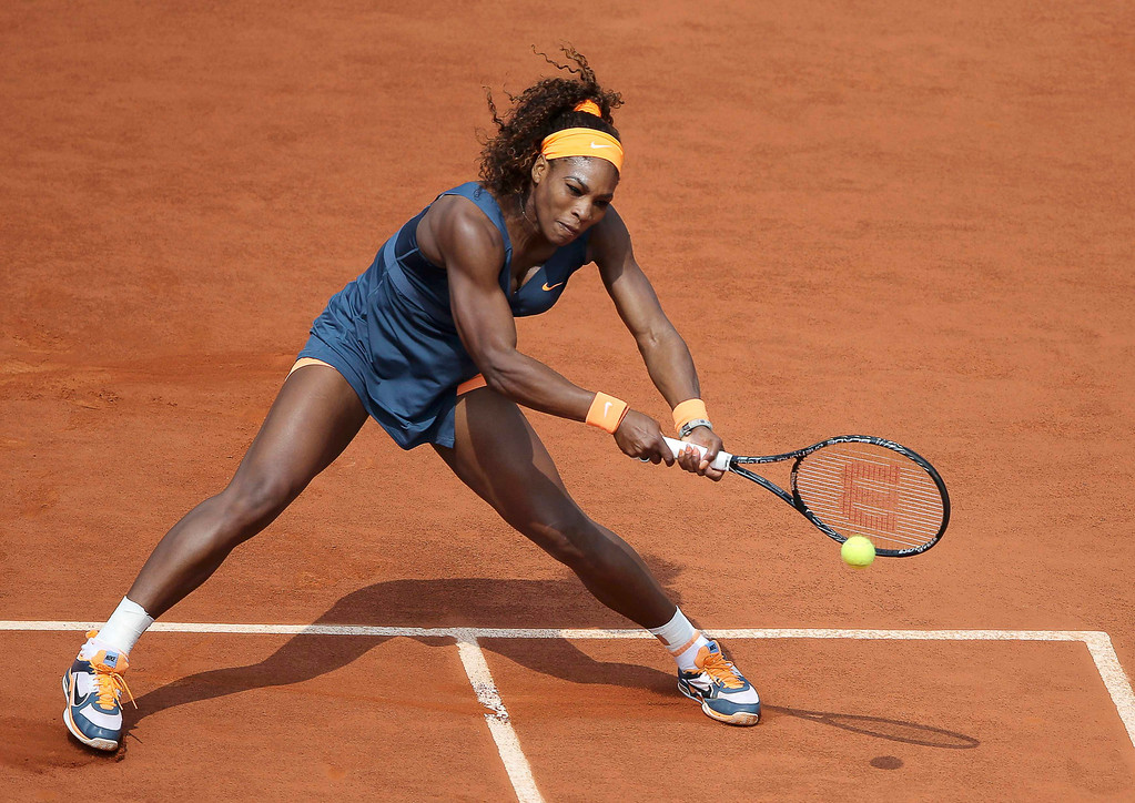 . Serena Williams of the U.S. hits a return to Maria Sharapova of Russia during their women\'s singles final match at the French Open tennis tournament at the Roland Garros stadium in Paris June 8, 2013.     REUTERS/Stephane Mahe