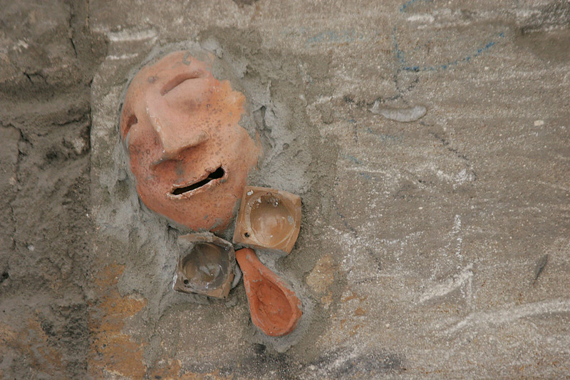 098_Barcelona_Face_In_The_Wall.jpg