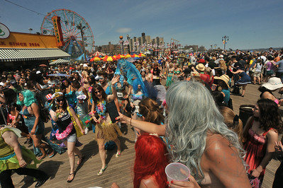 MERMAID  PARADE  2014   (6)