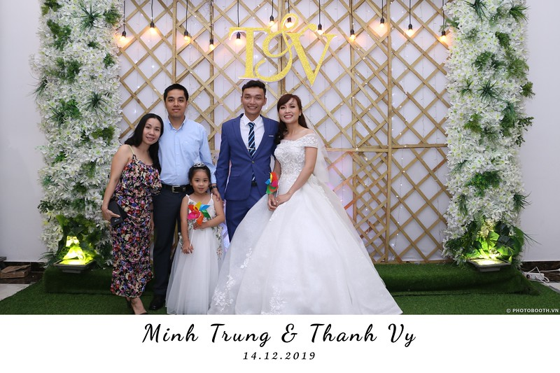 Trung-Vy-wedding-instant-print-photo-booth-Chup-anh-in-hinh-lay-lien-Tiec-cuoi-WefieBox-Photobooth-Vietnam-019.jpg