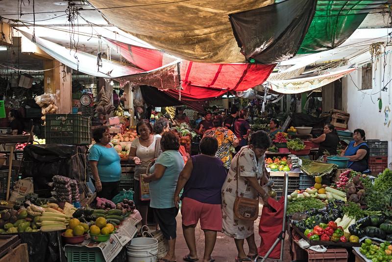 Campeche, Mexico-march 13, 2018: Fruit And Vegetable Stalls At Mercado Director (pedro Sainz De Bara