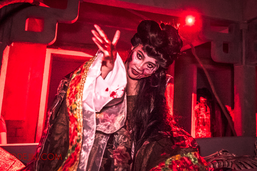 Halloween Horror Nights 7 - TERROR-Cotta Empress haunted house / Empress from the Grave