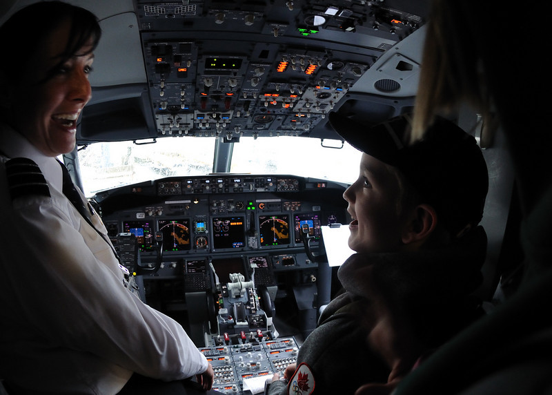 Kids went and talked to the pilot about seeing the cockpit.