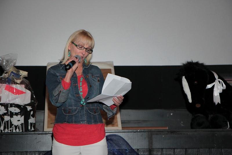 SIRESudsScenesSecretariat-Gloria speaking (800x533).jpg