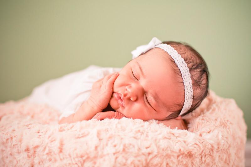 15-Newborn_photography_Durham-Yarissa_003_36.jpg