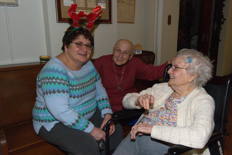 2018-12-19-Christmas-Caroling_037.jpg