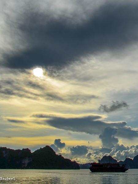 Sunrise Halong.jpg