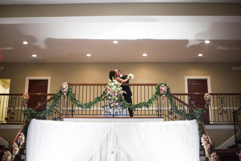 0858_Josh+Lindsey_Wedding.jpg