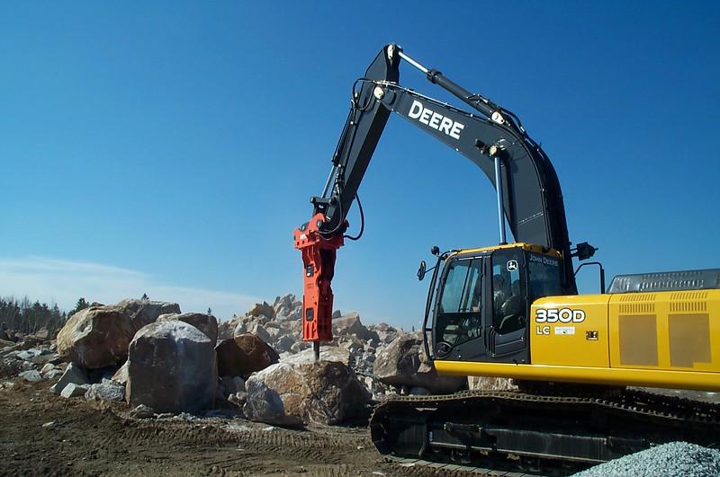 NPK GH12 hydraulic hammer on Deere 350D excavator (15).JPG