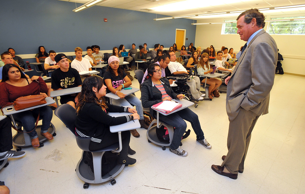. During his tour of CSULB, CSU Chancellor Timothy P. White drops in on a nursing class to talk with the students on Monday, October 14, 2013.  (Photo by Scott Varley, Daily Breeze)
