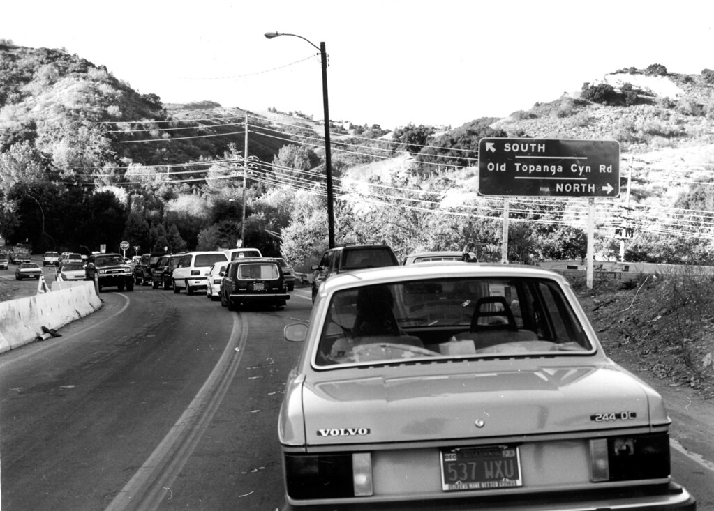 . Residents trying to get to their homes in Old Topanga Canyon were held back by authorities until the area was considered safe.  (11/3/93)   Los Angeles Daily News file photo