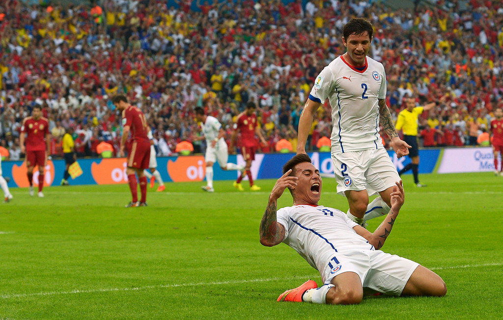 . Chile\'s Eduardo Vargas celebrates after scoring the opening goal during the group B World Cup soccer match between Spain and Chile at the Maracana Stadium in Rio de Janeiro, Brazil, Wednesday, June 18, 2014.(AP Photo/Manu Fernandez)