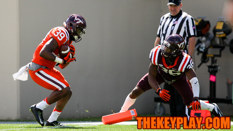 Jaylen Bradshaw (39) hauls in the first touchdown of the game while being guarded by Adonis Alexander (36). (Mark Umansky/TheKeyPlay.com)