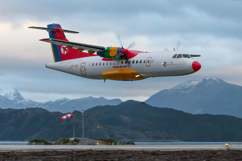 OY-CIU-ATR-42-310-DAT-FRO-ENFL-2006-12-21-_38N8467-DanishAviationPhoto.jpg