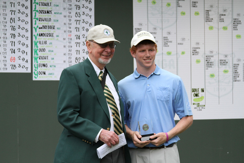 Second-place Hunter finisher Hunter Kraus, Germantown, Tenn., with WGA Chairman Roger Mohr.