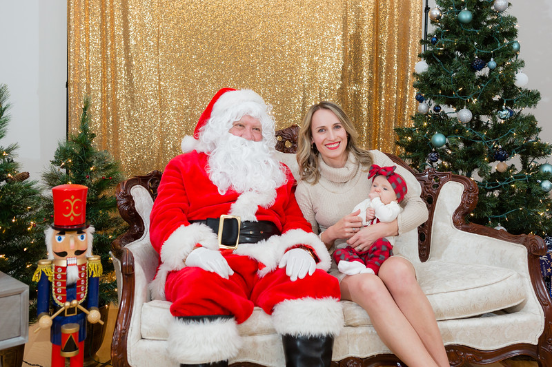FADS Picture with Santa-308.jpg
