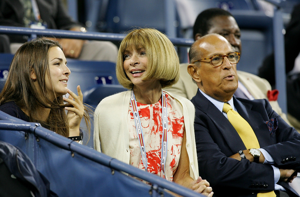 . Designer Oscar de la Renta (R) and Editor-in-chief of American Vogue Anna Wintour (C) during day ten of the 2007 U.S. Open at the Billie Jean King National Tennis Center on September 5, 2007 in the Flushing neighborhood of the Queens borough of New York City.  (Photo by Jim McIsaac/Getty Images)