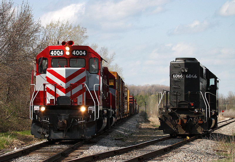 Wisconsin & Southern 4004 (SD40-2) & Illinois Central 6066 (EMD SD40-2) - Germantown, WI