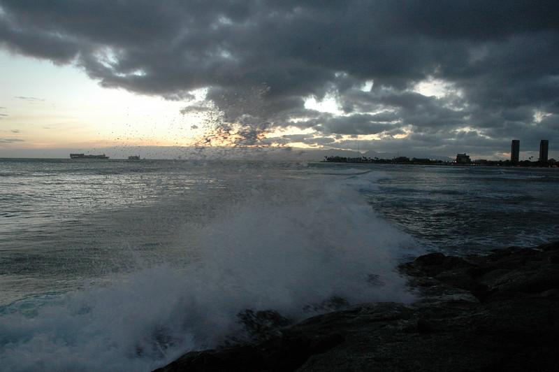 Hawaii - Ala Moana Beach Sunset-147.JPG