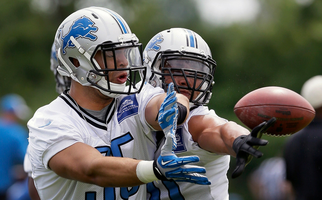 . Detroit Lions linebacker Travis Lewis, right, knocks the ball away from linebacker Kyle Van Noy in a drill during an NFL football minicamp in Allen Park, Mich., Wednesday, June 11, 2014. (AP Photo/Carlos Osorio)