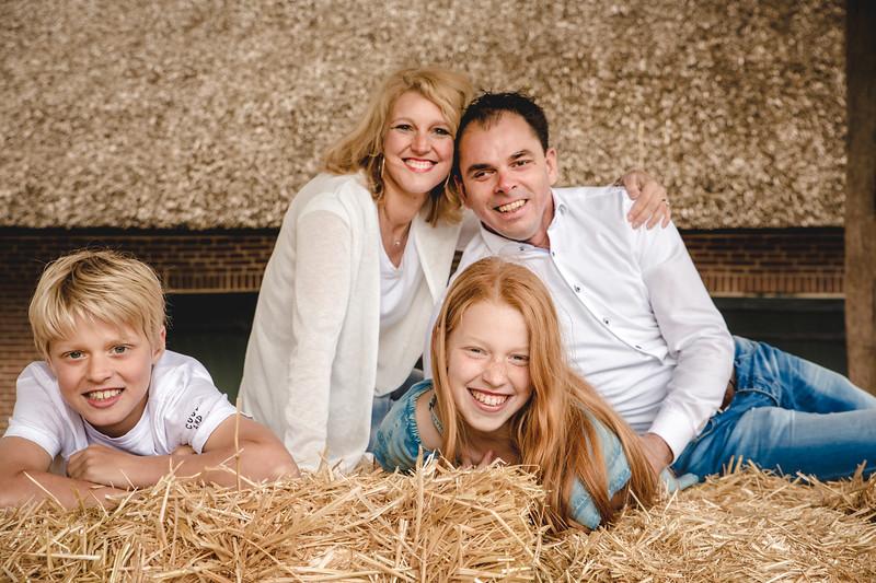 2019-05-04 - Familie Fotosessie - Karina Fotografie-23.jpg