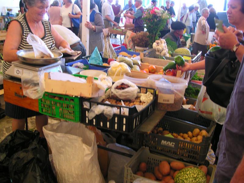 lagos farmers market june 6.2008 027.jpg