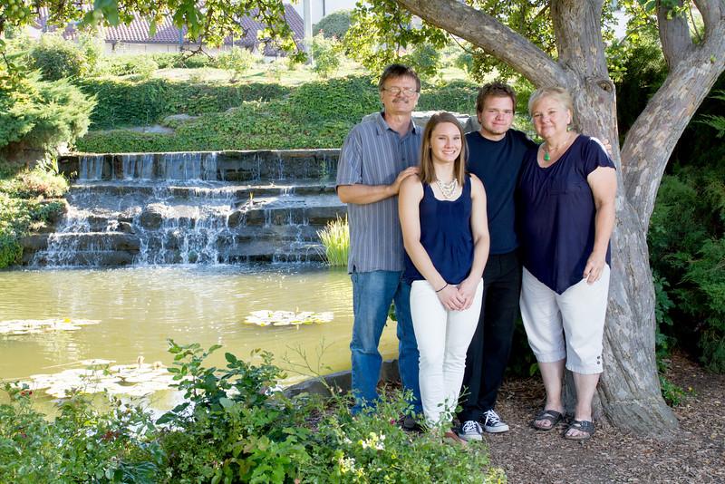 FamilyPortrait_8.20.16_4.jpg