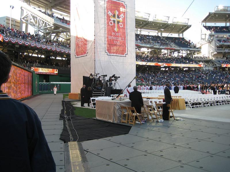 Pope Mass Nats Stadium 4-17-08 017.jpg