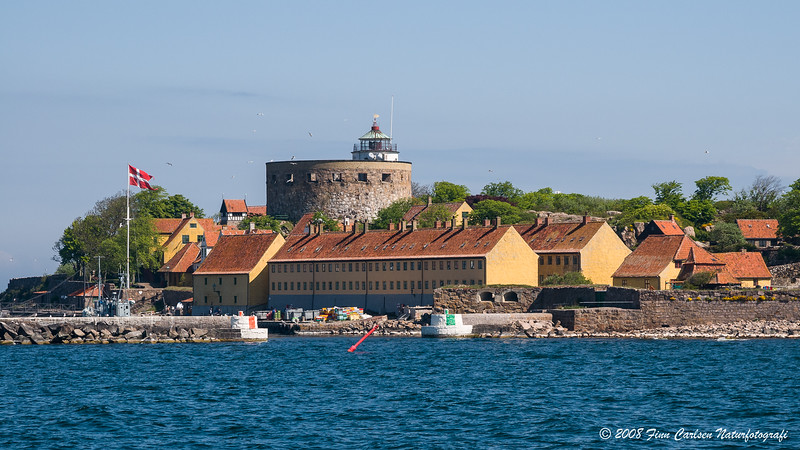 Indsejling til havnen / The entrance to the harbour