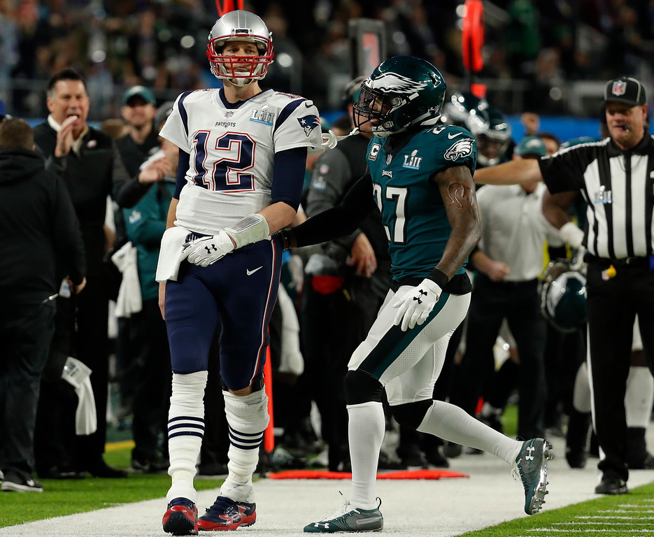 . New England Patriots quarterback Tom Brady (12) reacts after missing a pass reception thrown by wide receiver Danny Amendola, during the first half of the NFL Super Bowl 52 football game against the Philadelphia Eagles, Sunday, Feb. 4, 2018, in Minneapolis. To the right is Philadelphia Eagles strong safety Malcolm Jenkins (27). AP Photo/Charlie Neibergall)