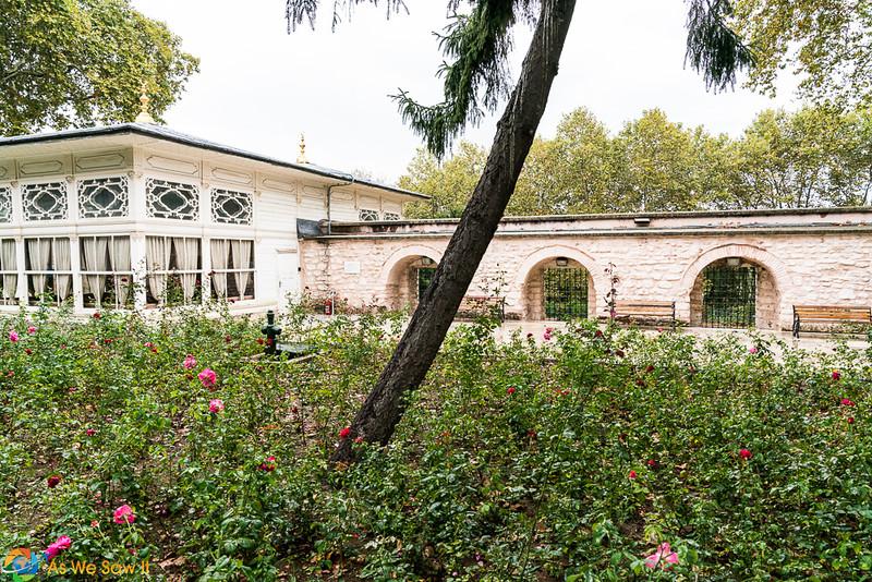 Topkapi-Palace-08479.jpg