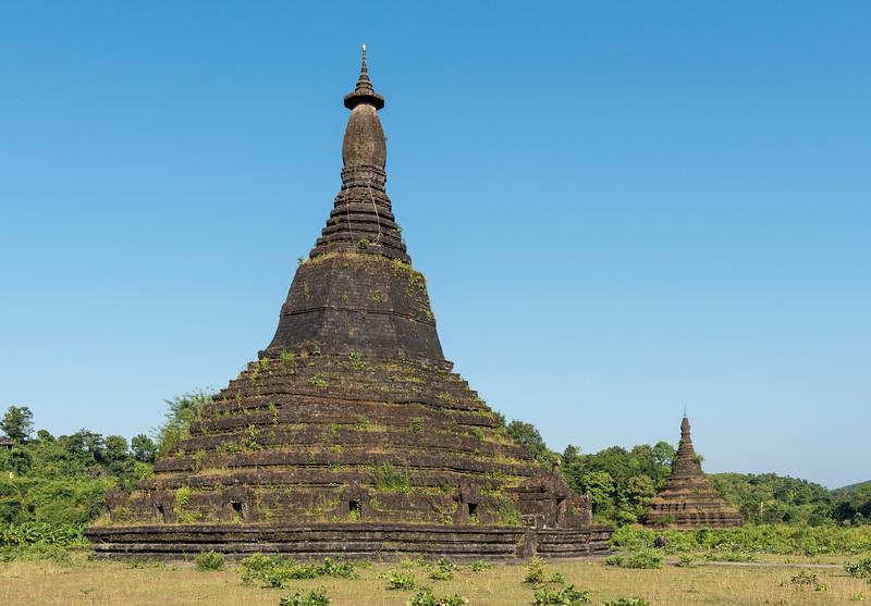 Laungbanpyauk and Htuparon Pagodas, Mrauk U