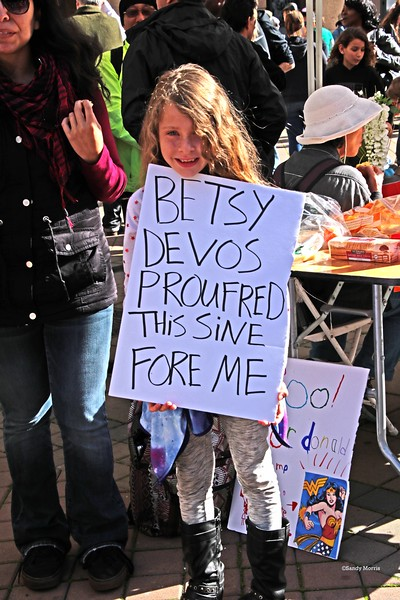 4W5A0205a Betsy Devos Proufred this sine fore ME  ©Sandy Morris.jpg