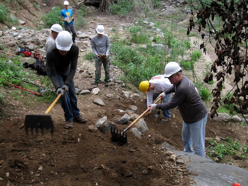 20101107003-El Prieto trailwork.JPG
