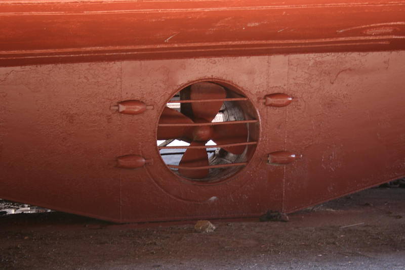 2008 - TOURIST FERRY BOAT SECONDO in dry dock in Napoli : bow thruster.