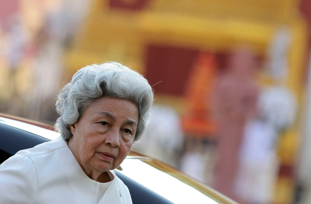 Description of . Queen Mother Monineath Sihanouk arrives before the cremation ceremony of Cambodia's late King Norodom Sihanouk in Phnom Penh February 4, 2013.  Tens of thousands of Cambodians gathered on Monday to pay their last respects to former King Norodom Sihanouk, a quixotic and much-loved figure who reigned during the country's struggle for independence but was powerless to prevent decades of war. REUTERS/Samrang Pring