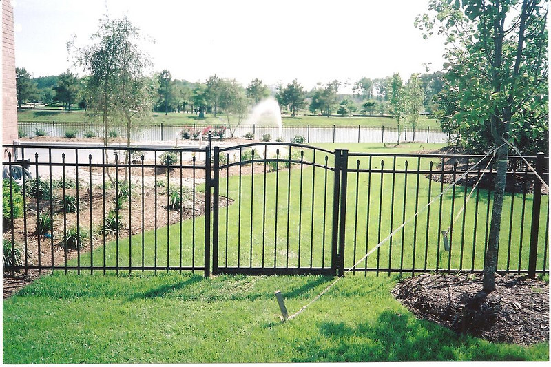 4 FOOT BLACK ALUMINUM ARCHED GATE