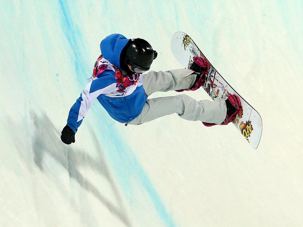 . France\'s Mirabelle Thovex crashes the women\'s snowboard halfpipe semifinal at the Rosa Khutor Extreme Park, at the 2014 Winter Olympics, Wednesday, Feb. 12, 2014, in Krasnaya Polyana, Russia. (AP Photo/Sergei Grits)