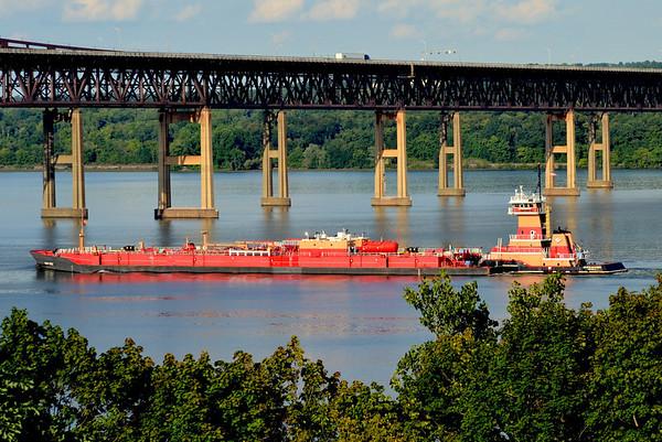 Ruth M Reinauer / RTC 120 21 August 2012 15:38 hd hrs northbound Newburg-Beacon Bridge