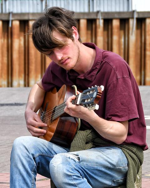 2019 04 22 - Guitarist Cardiff Bay (1).jpg
