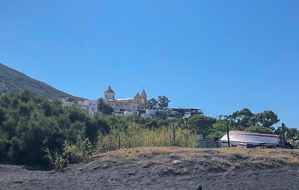 Sicily.Stromboli.005.jpg
