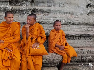 Monks @ Phnom Bakheng