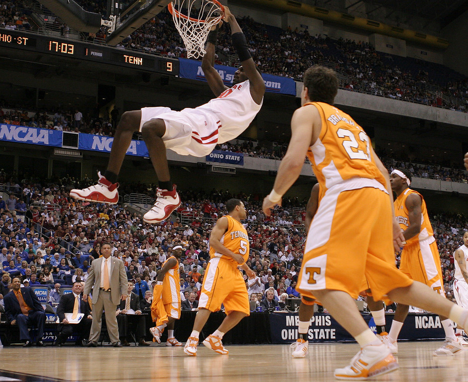 . Ohio State\'s Greg Oden, top, slams the ball as Tennessee\'s Dane Bradshaw (23) watches during their NCAA South Regional semifinal basketball game at the Alamodome in San Antonio, Thursday, March 22, 2007.  (AP Photo/Eric Gay)