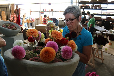 Bloemencorso 2014 - Klaarmaken bloemstukken