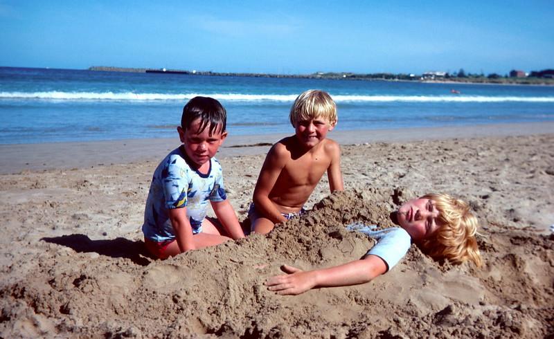 1977-1 (20) Ian Twyford, Andrew 7 yrs 5 mths & Allen 5 yrs 8 mths @ Apollo Bay.jpg
