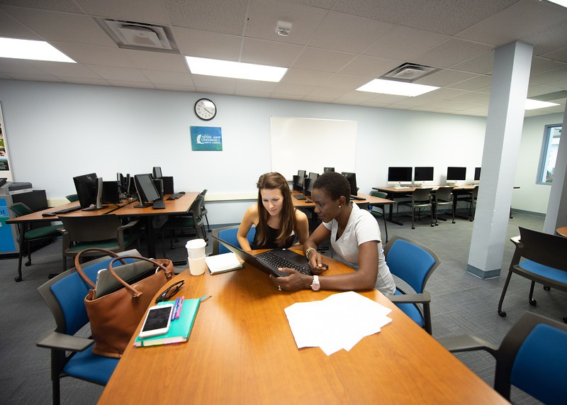 Odunola Oyeniyi visits the writing center to work on an essay that tutor Mary Luttrell