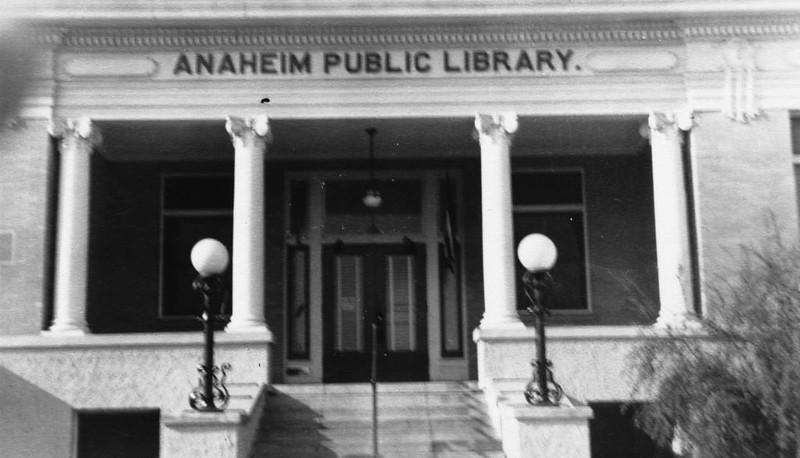Anaheim-PublicLibrary-CarnegieBuilding-1956.jpg
